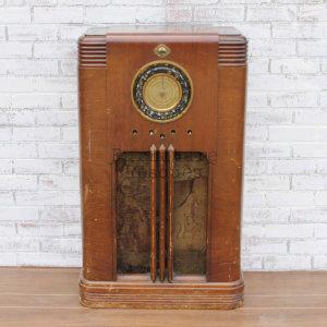 Truetone 1930s Radio - Front